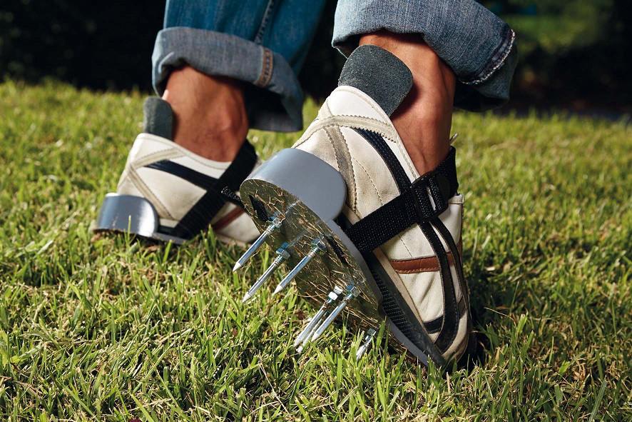 Schuhe zur Bodenauflockerung