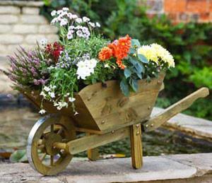 Blumentopf 'Schubkarre' aus Holz